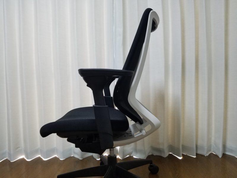 椅子前傾姿勢